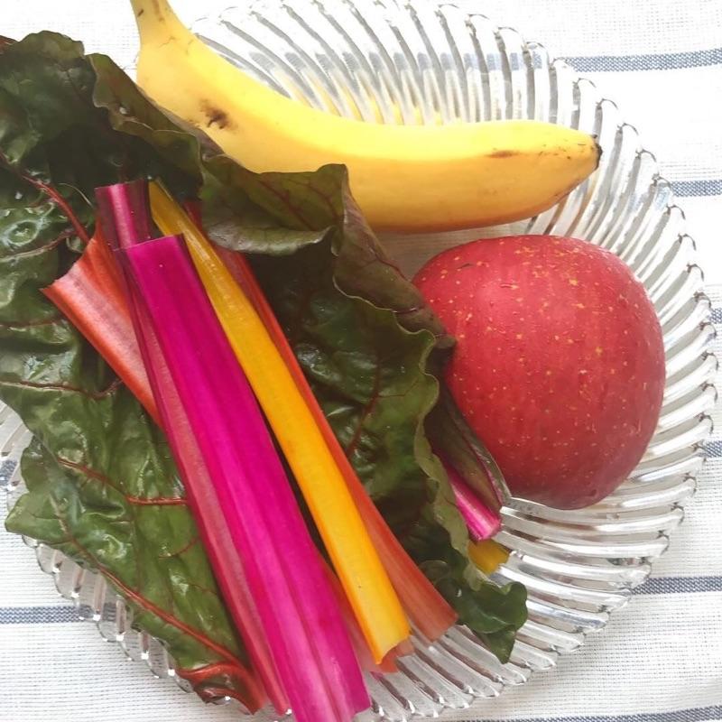 有機野菜スイスチャードのアースカラースムージー